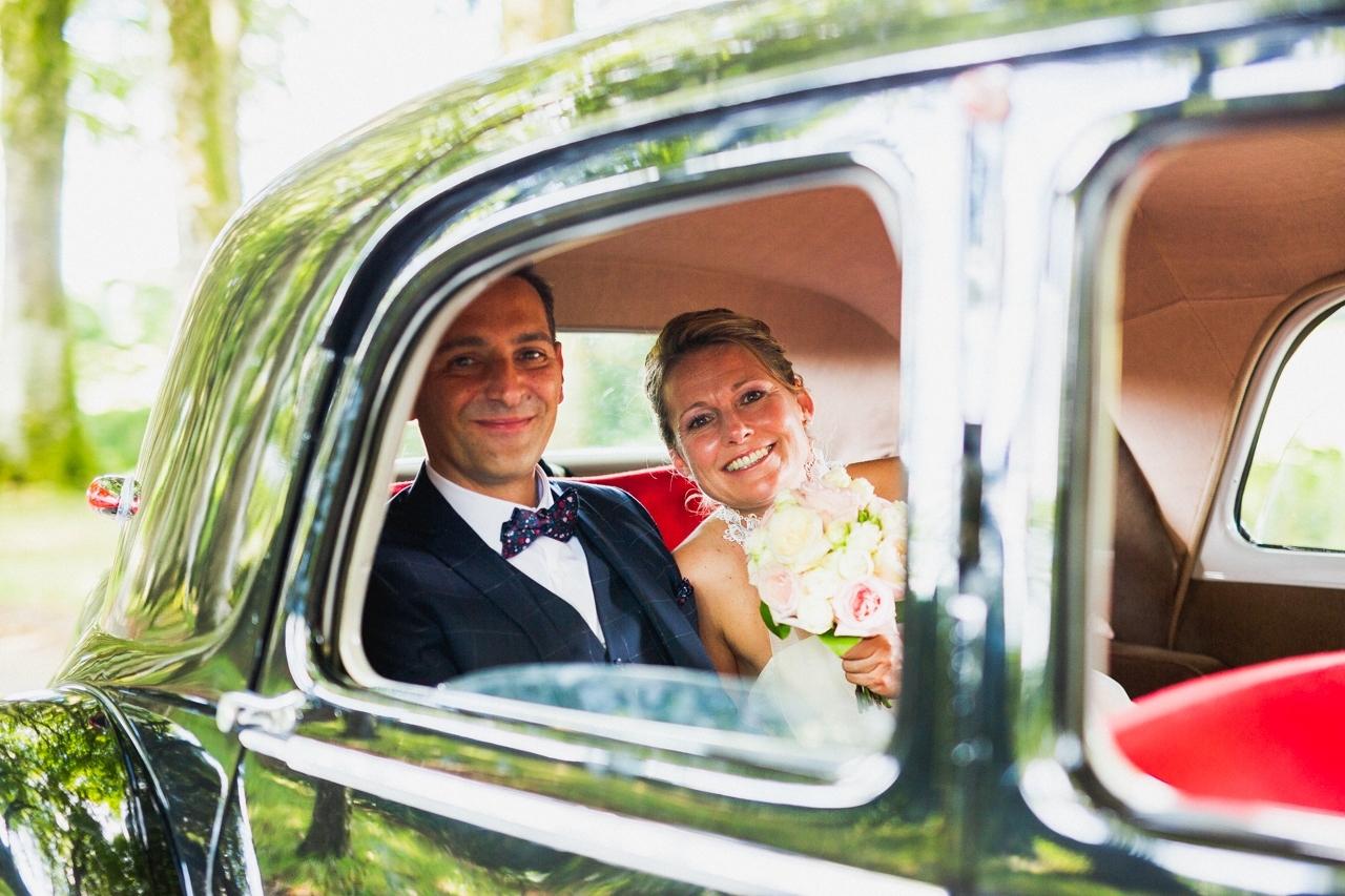 coiffure de la mariée photographe de mariage à Quimper Pont Labbe arrivée au manoir de Kerhuel