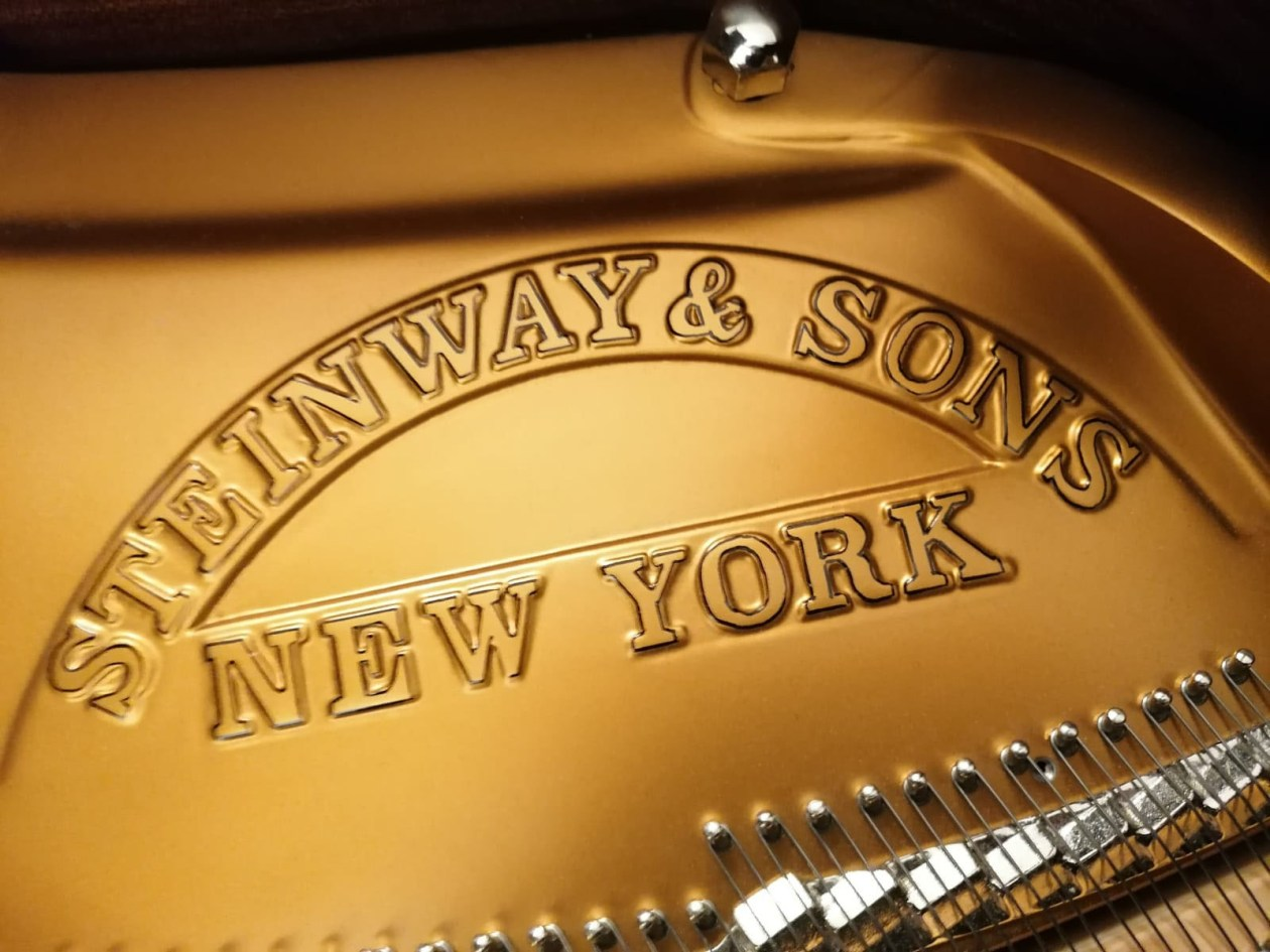 steinway-and-sons-Emblem