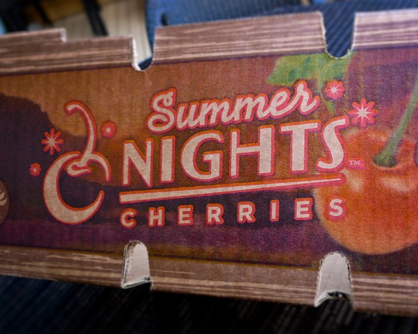jind-summer-nights-cherries-tray-02-hg