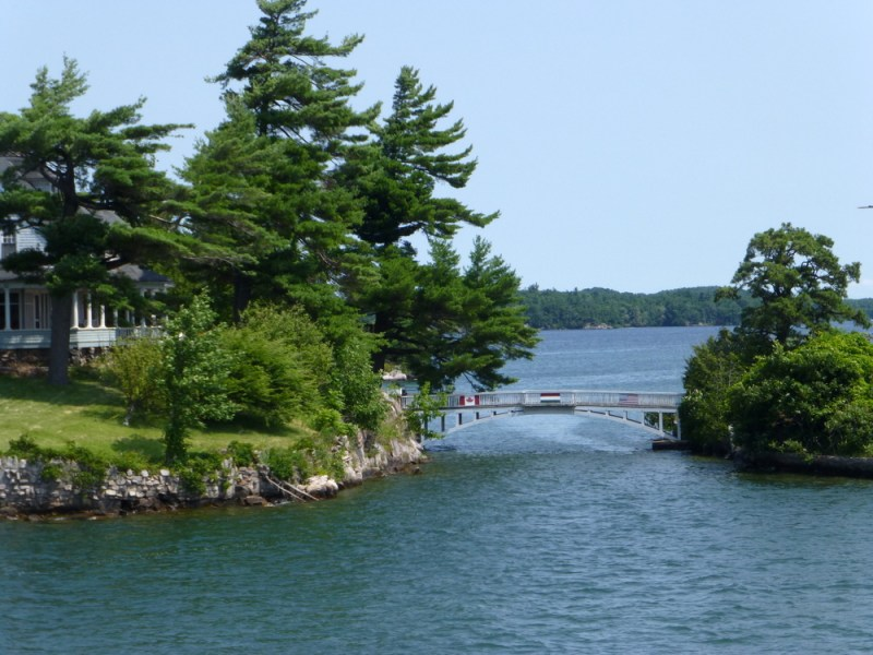1000 Islands Boat tour smallest international bridge