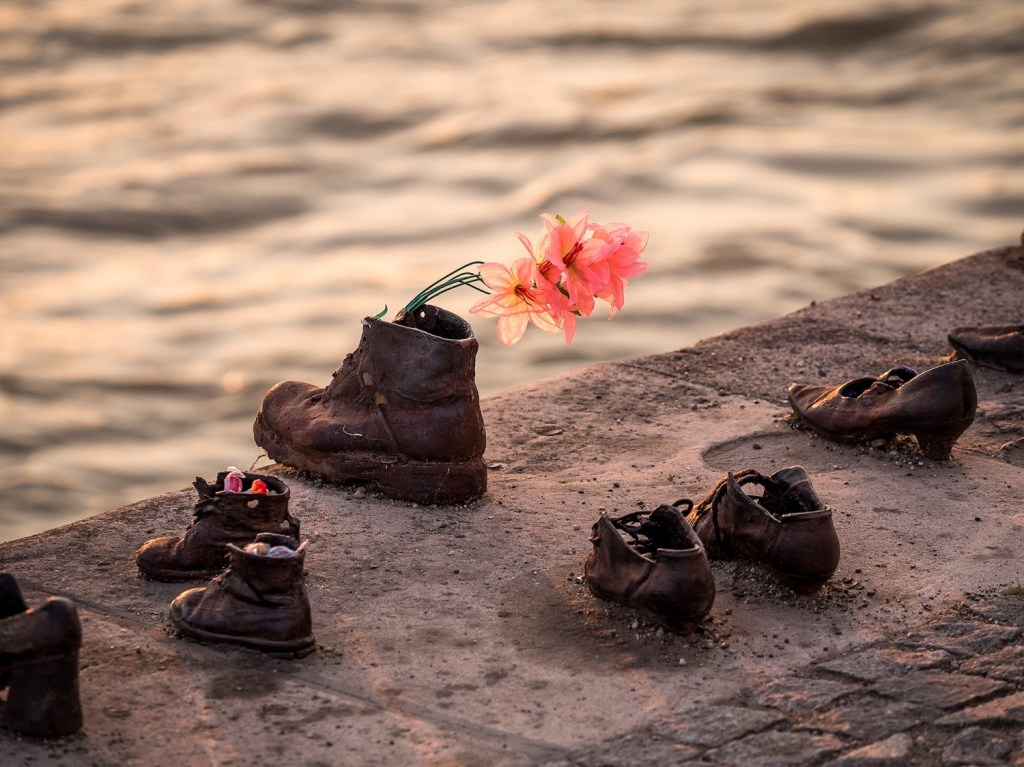 shoes on riverbank budapest