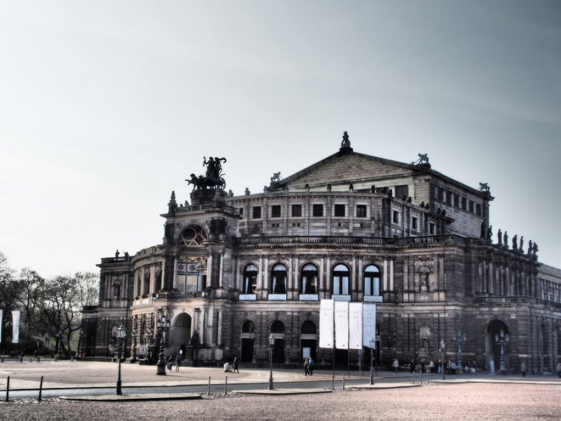 Dresden Semperoper outside