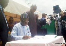 Gov Ortom of Benue State signing new bills into law in Makurdi on Monday (22/5/17)