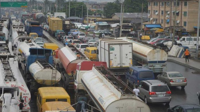 Presidency has ordered all trucks and tankers to vacate Apapa roads