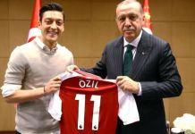 Mesut Ozil presents President Recep Tayyip Erdogan with his Arsenal shirt