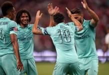 Mesut Ozil celebrate his goal against PSG with teammates
