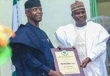 Governor Aminu Tambuwal of Sokoto presented a plaque to Vice President Yemi Osinbajo on behalf of Barewa Old Boys Association