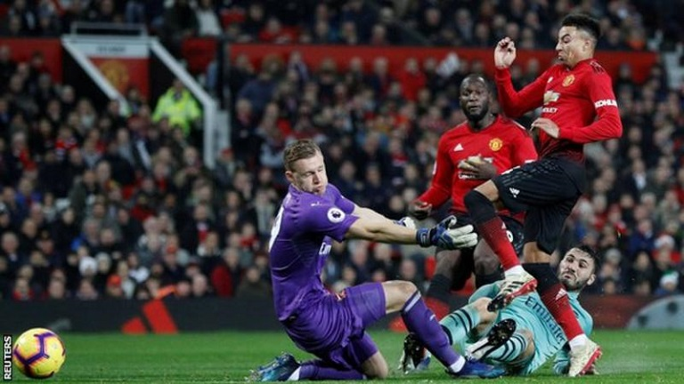 Jesse Lingard scored his Premier League goal of the season as Manchester United drew Arsenal