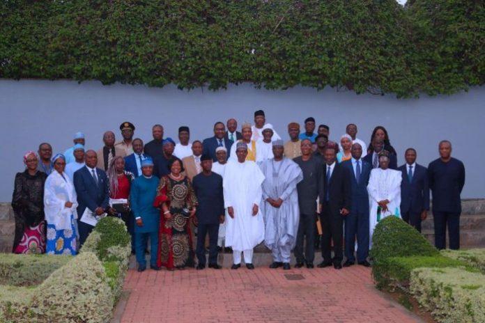 President Muhammadu Buhari with members of AfCFTA committee