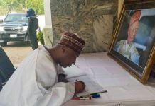 Senate President Bukola Saraki signing the condolence register at Alhaji Shehu Shagari's residence in Sokoto