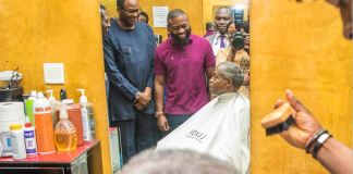 Vice President Yemi Osinbajo was in Wuse II neighbourhood where he stopped by a barbers shop interacting with customers, workers and the shop owner