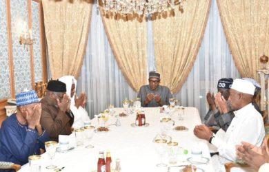 President Muhammadu Buhari breaking fast with APC leaders and business community