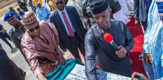 Vice President Yemi Osinbajo commisssioning a project in Borno State