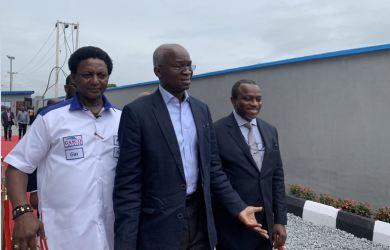 Gasco Marine MD, Bukola Badejo-Okusanya conducting Babatunde Fashola round their N2bn compressed gas plant in Abeokuta, Ogun state