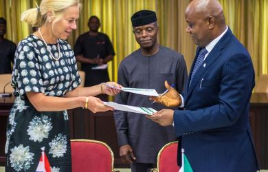 VP Osinbajo witnessing the signing of a communique on the bilateral consultations between Nigeria and Netherlands. (L-R) Netherlands Trade Minister, H.E. Mrs. Sigrid Kaag and Permanent Secretary, Ministry of Industry, Trade and Investment, Sunday Akpan