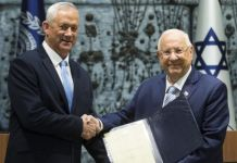 Benny Gantz (L) received the mandate from President Reuven Rivlin