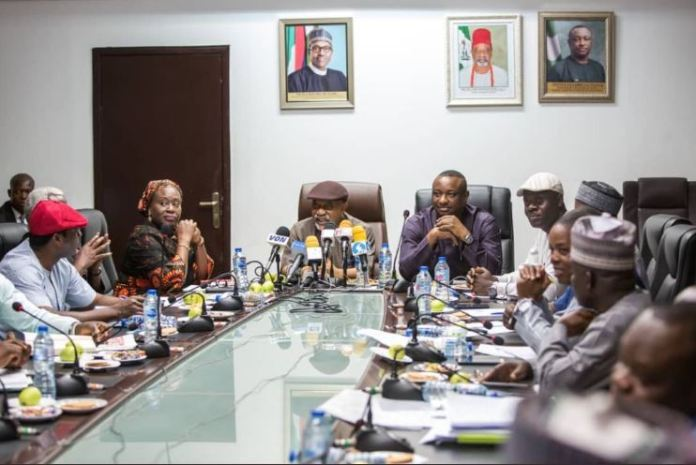 Labour unions and the federal government locked in negotiations on salary increase