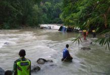 Indonesia bus plunges