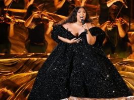 Lizzo was the first performer on the stage, and immediately paid tribute to Kobe Bryant