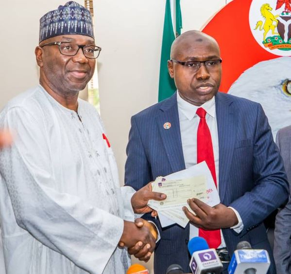 Governor Abdulrahman Abdulrazaq of Kwara receiving recovered funds from EFCC