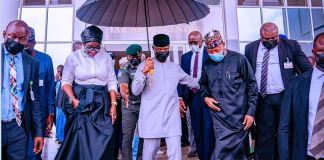 Vice President Yemi Osinbajo holds an umbrella over his head and that of HMS Science & Tech Mohammed Abdullahi and Senator Ekwunife as they depart Musa Yaradua Center after he launched National Leather and Leather Products Policy Implementation Plan at the Musa Yaradua Centre in Abuja