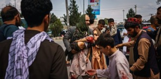 Afghanistan Taliban whip women and Children for trying to get into the airport