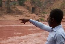 The Tshikapa river in DR Congo turned red because of the pollution, officials say Diamond Mine in Angola