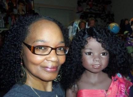 Debbie Garrett et sa poupée éponyme créée par Reinhard Wölfert de Wölfert Puppen