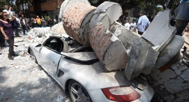 زلزال وتسونامي أندونيسيا يخلف وراءه 2000 قتيل