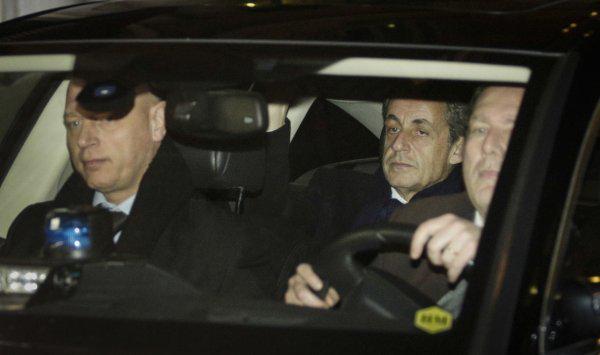 الرئيس الفرنسي السابق نيكولا ساركوزي قيد الاحتجاز لليوم الثاني للتحقيق في تمويل الرئيس الليبي الراحل معمر القذافي
