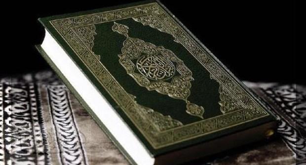 أمريكية تعلن اسلامها بأحد مساجد أكادير