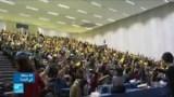 طلبة بباريس يحتجون على ماكرون