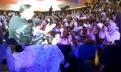 أكادير … إيكو كيدخل وسط الجمهور وكالبها شعبي مع وحدة من الجمهور