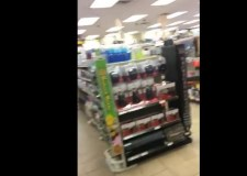 """فيديو..صدمة مهاجر مغربي بعد اكتشاف مفاجأة """" مثيرة """" بمحطة للبنزين بأمريكا"""