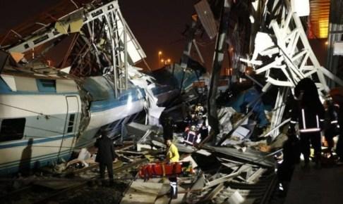 حصيلة انقلاب قطار تركيا ترتفع إلى 9 قتلى و50 مصابا