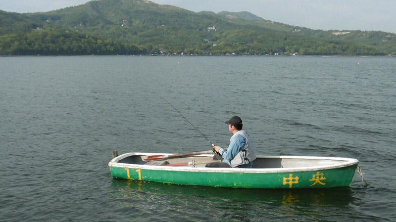 ブラックバス釣りの手こぎボート2人乗り