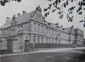 School buildings with the 3rd floor 1954 Library extension.