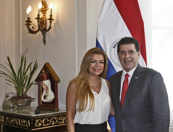 """Sandra Zacarías """"Lo más democrático es que el pueblo decida con su voto""""."""