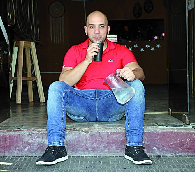 """Gustavo Corvalan defiende a los putos de la sociedad """"acaso los gay no tienen derecho al trabajo""""?"""