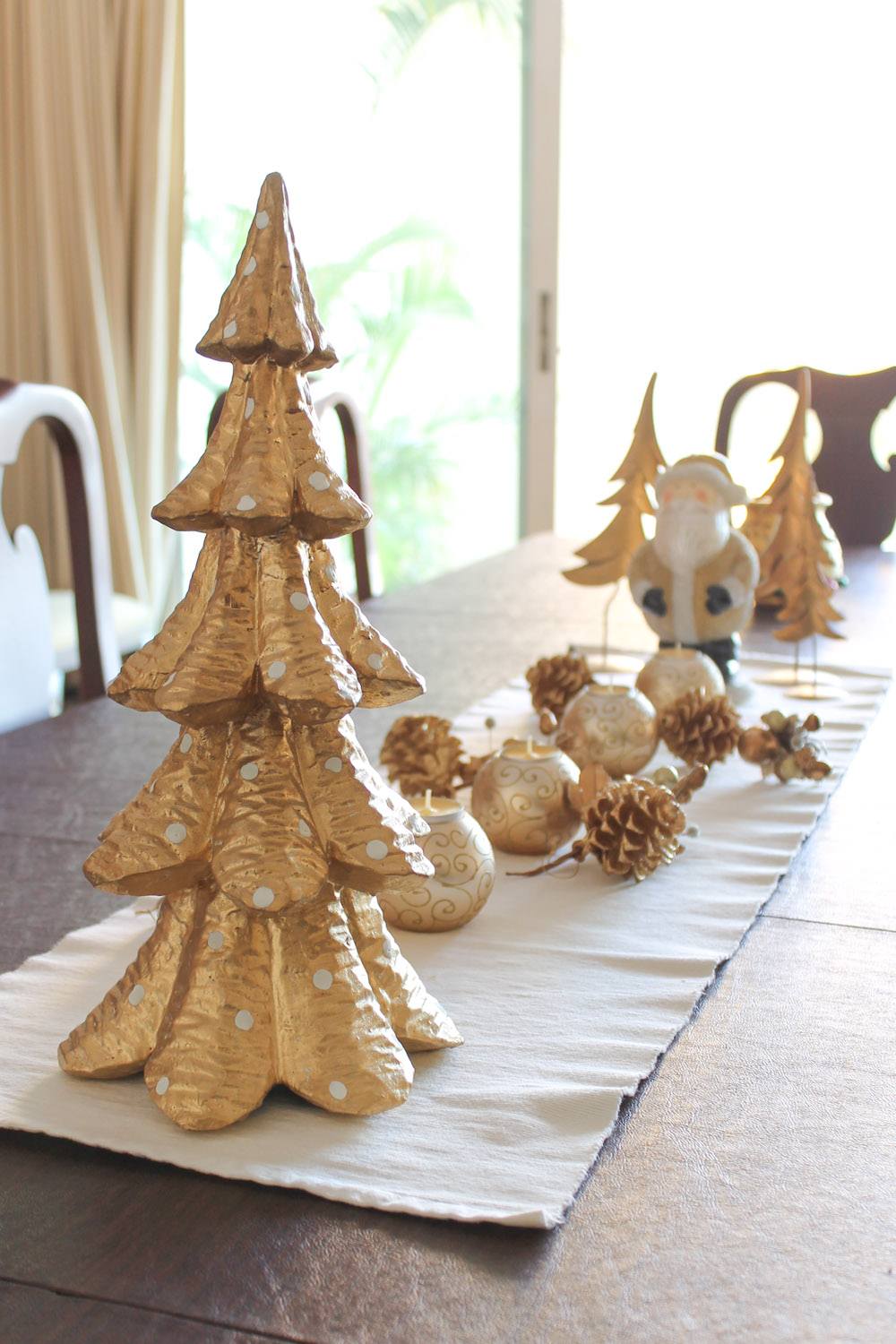 white silver gold christmas decoration 2 - White And Gold Christmas Decorations