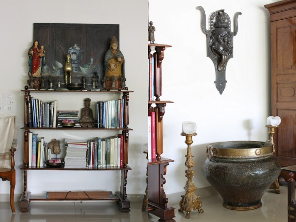 Home with Indian Antiques13