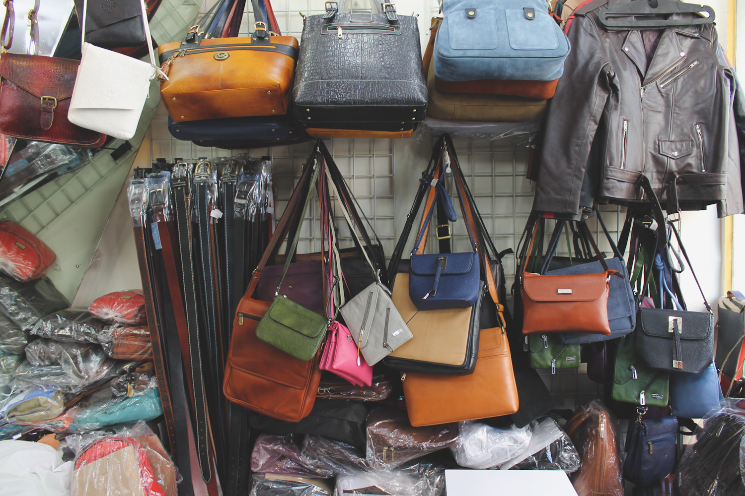 Leather Bags ☆ Leather Field in Dharavi - Chuzai ☆ Living