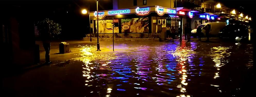 Alluvione Caulonia, la via Mare Ionio trasformata in un fiume – Video