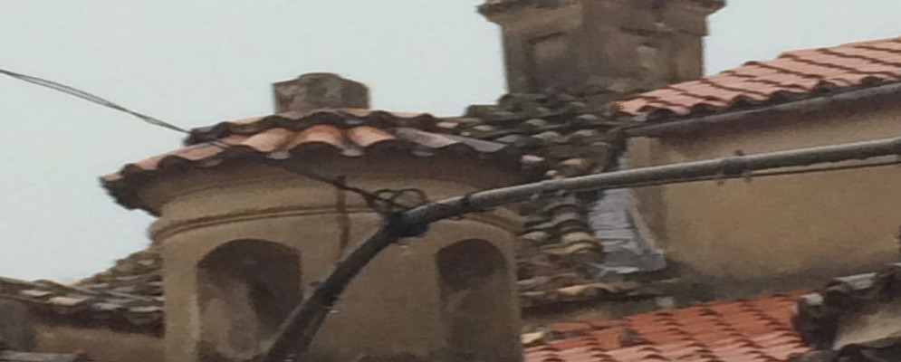 Caulonia Centro, fulmine colpisce Chiesa Matrice: Incendio spento dai cittadini
