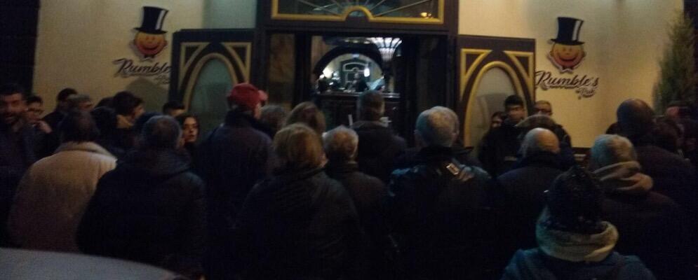 #IostoconMassimo. Manifestazione solidale verso il Rumble's Pub
