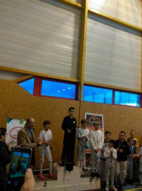 Hugo à la troisième place sur le podium