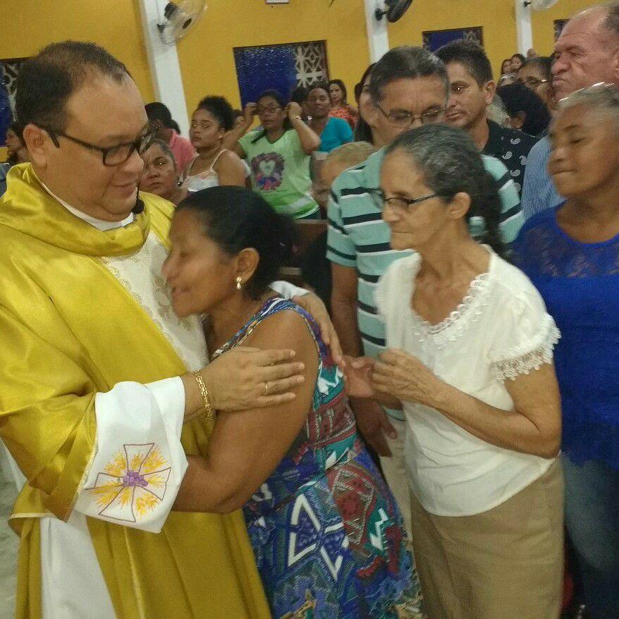 Muita emoção na despedida do Padre Erenaldo Caxias em Nova Olinda do Maranhão