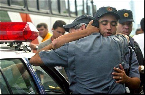 Em São Paulo: Policial militar reage a tiroteio, acerta criminoso, é preso e pode ser expulso da polícia