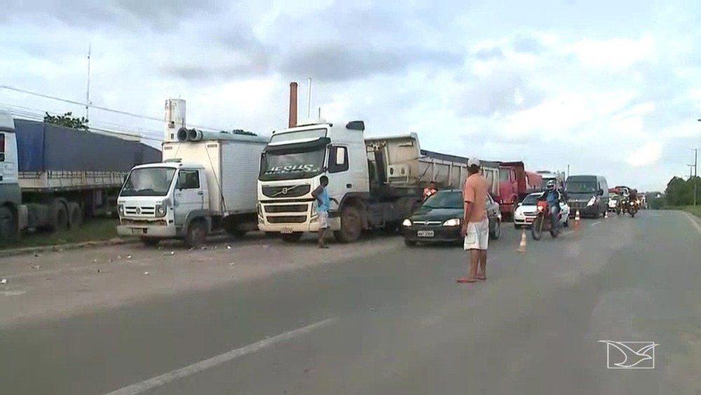 Caminhoneiros permanecem em bloqueio em 4º dia de protesto em rodovias no Maranhão
