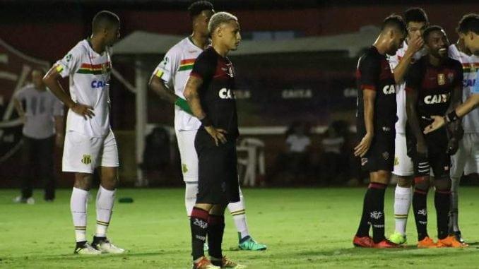 Sampaio Corrêa segura pressão do Vitória e faz história na Copa do Nordeste